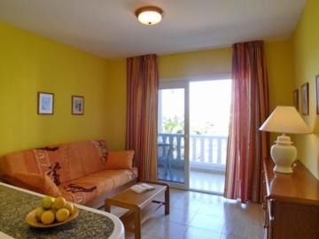 Wohnzimmer mit Balkon im Apartment El Molino in La Puntilla