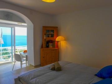 Schlafzimmer mit Meerblick im Studio La Luna in La Calera