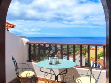 Tolle Ausblick auf das Meer vom Balkon des Turmzimmers aus.